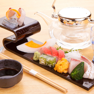 新鮮さが信条の『御造里』。しかし中には熟成させた方が旨い魚もあります。魚の食べごろは店主にお任せを。
