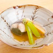 例えばメニューに田楽や酢牡蠣の牡蠣料理があれば、メニューに無い牡蠣フライやバター焼きも注文可能です。