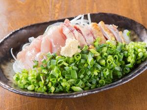 鹿児島直送のとびきり新鮮な薩摩どりを使った『鶏たたき』