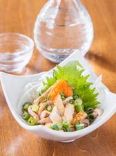 「薩摩どり」の素材の良さがシンプルに味わえる『とり皮ポン酢』