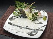 新鮮な活魚ならではのコリコリ食感『活本皮はぎ姿造り』