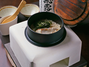 明石の鯛を使用し珪藻土の釜で炊き上げられた『明石鯛釜飯』