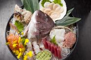 色とりどりの旬の魚介を味わい尽くす      『魚介刺身八点盛』