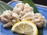 新鮮な真ダラの白子を使用。外はカラッと中身は柔らかな食感が後を引く美味しさです。