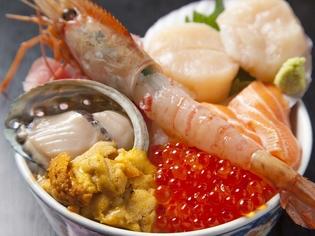 新鮮な魚介の旨みを活かした『海鮮丼(松)』