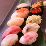 札幌の中央卸売市場を中心に、全国から取り寄せた新鮮食材が自慢です。中には珍しいネタに出会えるかもしれません。北海道の豊かな海の幸を、思う存分堪能できます。