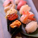 新鮮なネタは、札幌の中央卸売市場を中心に全国から取り寄せています。シャリは、道産米の有名ブランドゆめぴりかと、ななつぼしを8:2で配合し赤酢でしめています。