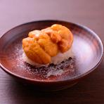 獲れたてと同じ、生ウニの本来の甘さを味わうことができる『塩水うに』は、岩塩でいただきます。
