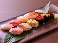 家族連れや観光客の方も、気軽に入れるお寿司屋さん
