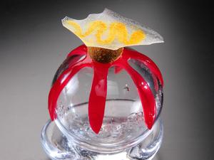店内のガラスと同じ容器で提供 『香りの衣を纏ったリエット』