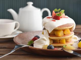 これぞ!パンケーキ~たっぷり生クリームとフルーツ盛り~