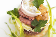 『仏産ホワイトアスパラガスと蛤の蒸し焼き 20ヶ月熟成の生ハム添え』