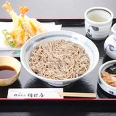 カラっとあがった天ぷらも味わえる『天ぷら釜あげ』
