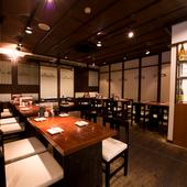 大人数での宴会もできる、掘りごたつの個室とテーブル席