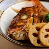 引き締まった身と脂のノリが絶妙です『天然鳴門鯛のアラ煮』