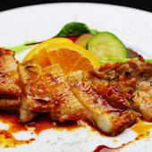 お肉のジューシーな美味しさ『地鶏のローストオレンジアニス』