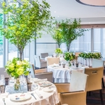 静寂さと緑に囲まれた空間で、 大人なレストランウェディング