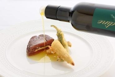 KEISUKE MATSUSHIMAスペシャリテ、牛肉のミルフィーユ仕立て、わさび風味