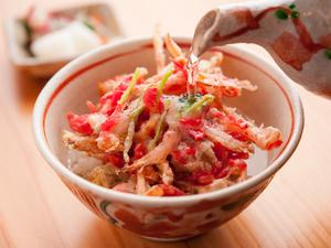 天ぷらなのにあっさり。色鮮やかな桜海老が食欲をそそる『天茶』