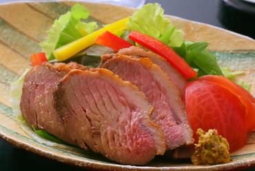 やわらかな鴨肉の美味しさが引き立つ『合鴨ロース煮』