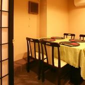 お祝いの席や接待にも最適。仕切られた空間でゆっくりとお食事を