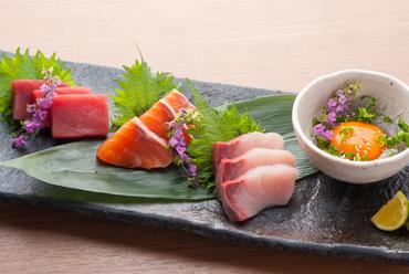 季節の味覚を少しずつ『本日の鮮魚のお造り盛り合わせ』