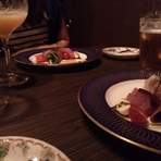 落ち着いた雰囲気の中で上質な料理と素敵な時間を二人で堪能