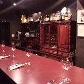 ゆったりした空間でお食事とワインをお楽しみいただけます