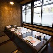和の落ち着いた個室は、ゆったりとくつろげる癒しの空間