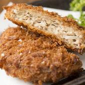 肉汁たっぷりで三元豚の肉の旨味が味わえる『三元豚メンチ』