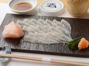 朝一番に開く九州の市場で、水揚げされたばかりの魚をオーナーが目利きし仕入れます。空輸で届く鮮度抜群の美味しさを堪能! ご予算に応じてお作りします。ご相談ください。