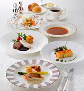 一品一品の料理を丁寧に仕上げた人気のコース。見た目も色鮮やかで、お腹も心も満足できます。