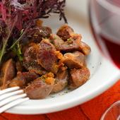 豚の脂で煮出したコクがあり美味しい『砂肝のコンフィ』
