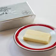 ブルターニュ地方の食塩不使用の発酵バターもまたこの店の料理を支えるこだわりの食材のひとつです。
