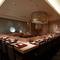 カウンターで繰り広げられる天ぷらという舞台