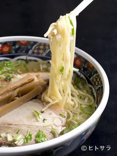 函館麺厨房あじさい 紅(くれない)店の料理・店内の画像1