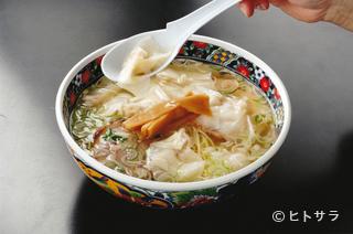 函館麺厨房あじさい 紅(くれない)店の料理・店内の画像2