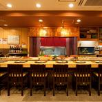 広々とした活気溢れる店内で、美味しい寿司や旬の料理を堪能