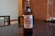 品種(セミヨン52%・ソーヴィニヨン ブラン48%)◆パッションフルーツや白桃にトーストやシナモンのニュアンスが混じり合い、香りはゆっくりと開き立ちのぼります。味わい深く品格を感じさせるワインです。