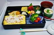 蟹ちらし・旬魚の焼き魚・お刺身・小鉢・サラダの内容となっております。