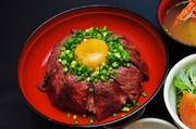 和牛は、岩手県・門崎牛を主に使用しております。 酢飯の和牛丼は、当店オリジナルです。 甘辛い旨みのタレに当店自慢の赤酢使用の酢飯の組み合わせ、に卵の旨みがマッチした一品  和牛の旨みが絶品です