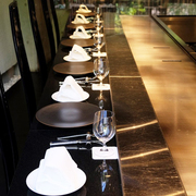 """シェフが目の前で調理!魚、肉が愉しめる鉄板焼きコースです。  <TEPPANYAKI """"French Table"""">  アミューズ、第一の皿、第二の皿、魚料理、肉料理、〆のヒトサラ、一口デザート、デザート、プティフール、カフェ"""
