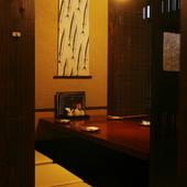 お洒落な雰囲気の個室席はデートにもピッタリな空間です。