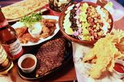 ①コブサラダ ②フィッシュ&チップス ③チキンウィング ④ムール貝とアサリのワイン蒸し ⑤ガーリックトースト ⑥THEプレミアムステーキ ⑦デザート