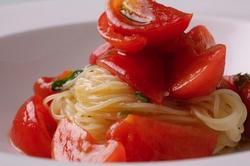 山形や京都からの有機野菜、松江漁港からの魚介やこだわりの肉を使い全9品からなる人気の充実コースです。