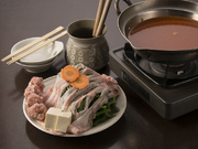 オリジナル味噌に九州産極薄「豚バラ」とほうれん草となど具材の旨みがとけ込んだピリ辛鍋。