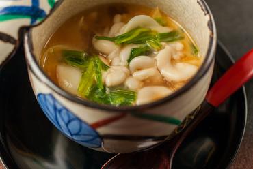 滑らかな食感が絶妙な『鱈の白子と百合根の玉地蒸し』