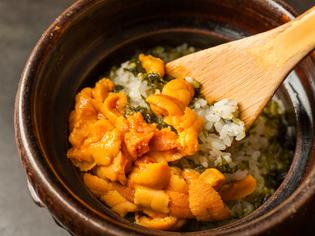 上質な磯の風味が際立つ『ウニの炊き込みご飯』