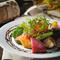 鮮魚の瞬間スモークカルパッチョのサラダ仕立て