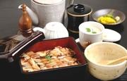 1匹丸ごと入ったお重、茶碗蒸し、止椀、香物もち米を使ったお重。だし茶漬けも出来て二度楽しめます。